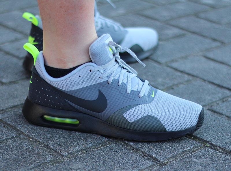 Nike Air Max Tavas Grau Anthrazit Schwarz Neongelb - 705149-015