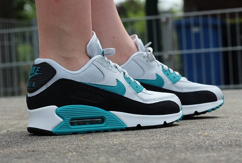 Nike WMNS Air Max 90 Essential Pure Platinum Radiant Emerald Black Summit White - 616730-017