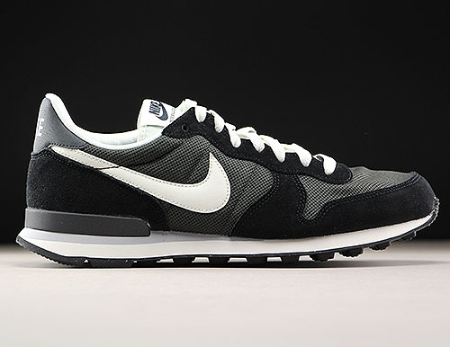 Nike Internationalist Schwarz Creme 828041-201