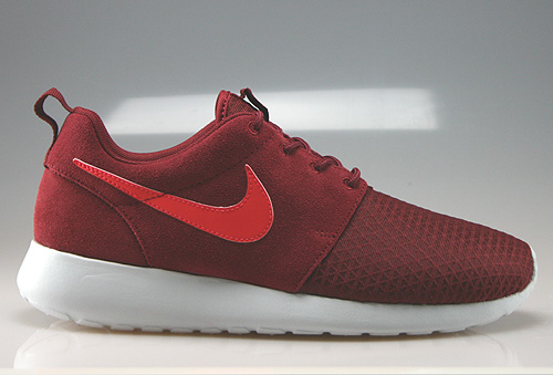 nike wmns rosherun winter dunkelrot rot weiss 685286 660. Black Bedroom Furniture Sets. Home Design Ideas