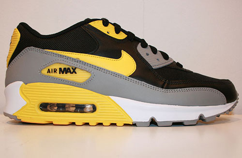 newest 1344c 3ca96 Nike Air Max 90 LE BlackVarsity Maize-White-Medium Grey 325018-