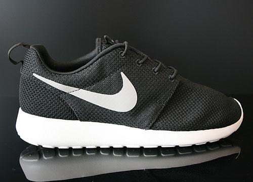 Nike Rosherun Black Medium Grey Gamma Grey Hyper Blue Sneakers 511881-004