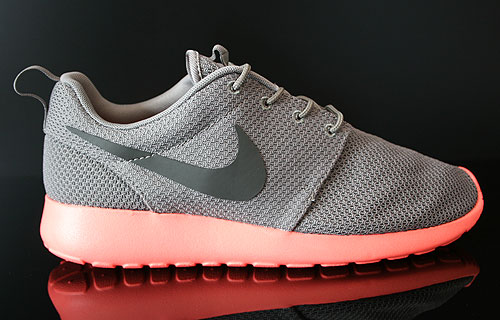 Nike Rosherun Soft Grey Midnight Fog Total Crimson Sneakers 511881-096