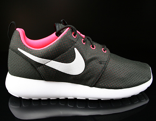 Nike WMNS Rosherun Black White Hyper Punch Sneakers 511882-090