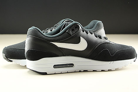 Nike Air Max 1 Black White Inside