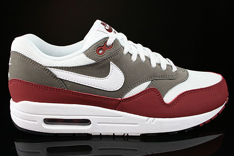 huge selection of aae97 4ec34 Nike Air Max 1 Essential Team Red White Petra Brown Black
