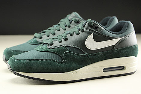 Nike Air Max 1 Outdoor Green Sail Black Seitenansicht