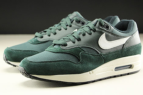 Nike Air Max 1 Outdoor Green Sail Black Seitendetail