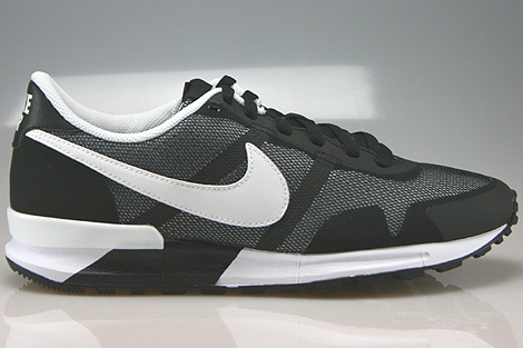 brand new 77e4c 18bbf Nike Air Pegasus 8330 Black White