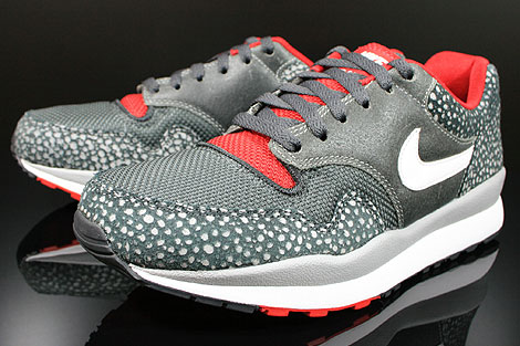 Nike Air Safari LE Metallic Silver White Anthracite Red Sidedetails