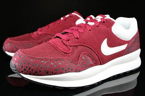Nike Air Safari Team Red Sail Black Sidedetails
