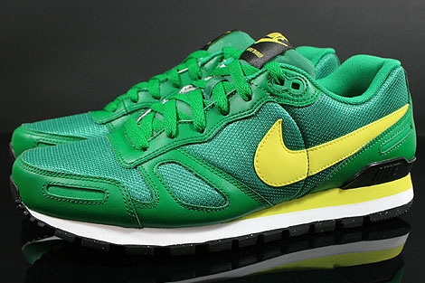 Nike Air Waffle Trainer Pine Green Yellow White Black Profile
