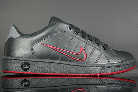 Nike Court Tradition 2 Black Dark Grey Red