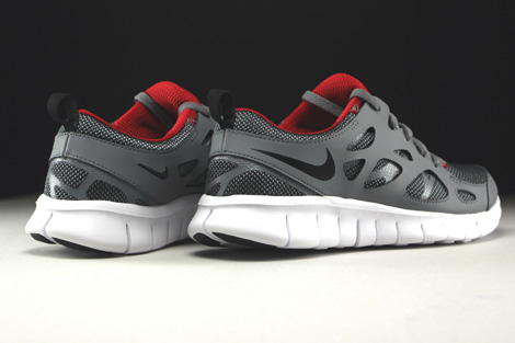 Nike Free Run 2 GS Wolf Grey Black Gym Red White Back view