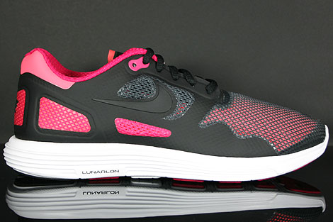 Nike Lunar Flow Black Voltage Cherry Profile