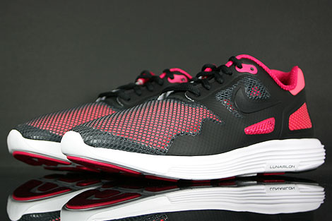 Nike Lunar Flow Black Voltage Cherry Sidedetails