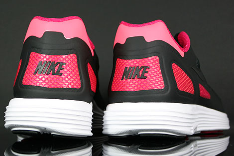 Nike Lunar Flow Black Voltage Cherry Outsole