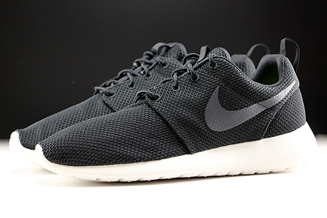 Nike Roshe One Black Anthracite Sail Profile