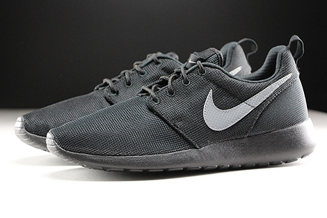 Nike Roshe One GS Black Cool Grey Profile