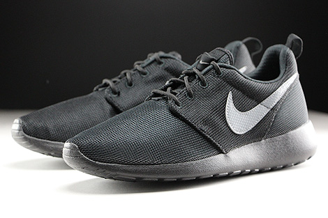 Nike Roshe One GS Black Cool Grey Sidedetails