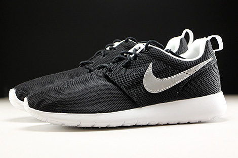 Nike Roshe One GS Black Metallic Silver White Profile