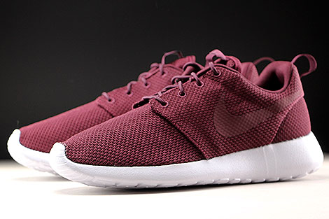 Nike Roshe One Night Maroon White Sidedetails