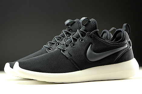 Nike Roshe Two Black Anthracite Sail Profile
