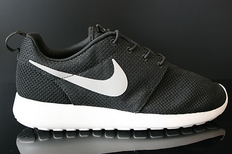 Nike Rosherun Black Medium Grey Hyper Blue