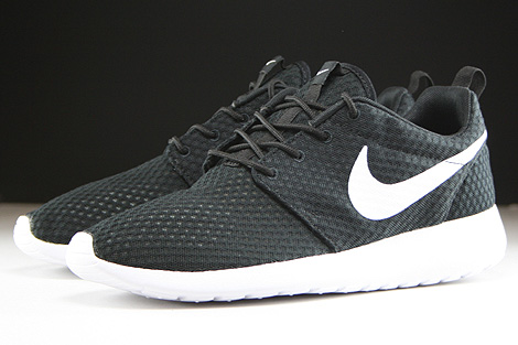 Nike Rosherun Breeze Black White Sidedetails