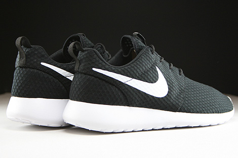 Nike Rosherun Breeze Black White Back view