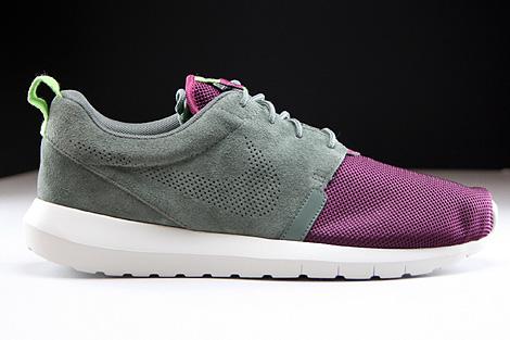 Nike Rosherun NM FB Dunkellila Grau Hellgrau