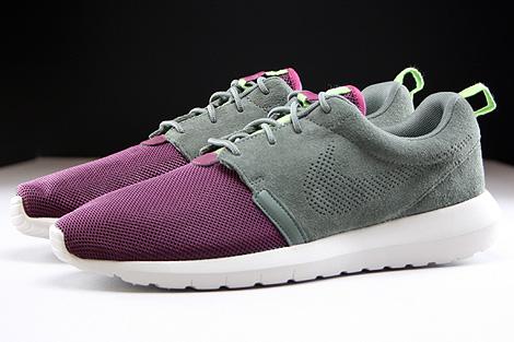Nike Rosherun NM FB Dunkellila Grau Hellgrau Seitenansicht