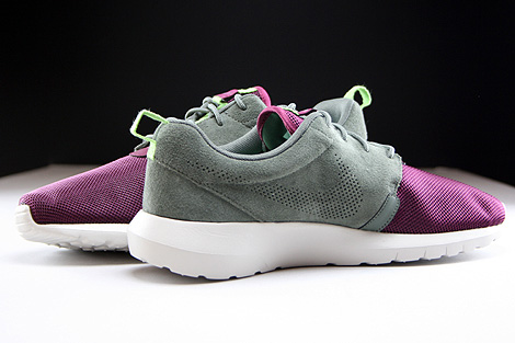 Nike Rosherun NM FB River Rock Villain Red Light Stone Poison Green Inside