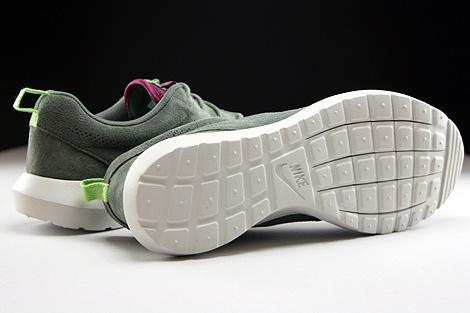 Nike Rosherun NM FB Dunkellila Grau Hellgrau Laufsohle
