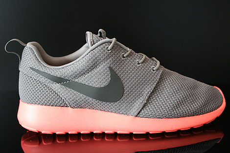 Nike Rosherun Soft Grey Midnight Fog Total Crimson