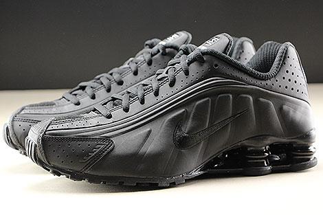 Nike Shox R4 Black Black White Seitenansicht