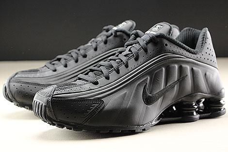 Nike Shox R4 Black Black White Seitendetail