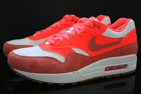 Nike WMNS Air Max 1 Vintage Sail Bright Mango Total Crimson Profile