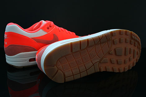 Nike WMNS Air Max 1 Vintage Sail Bright Mango Total Crimson Outsole