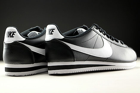 Nike WMNS Classic Cortez Leather Black White Back view