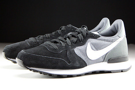 nike wmns internationalist black