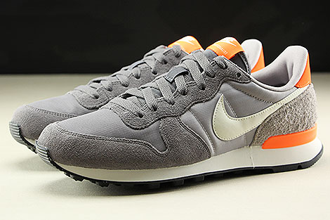 Nike WMNS Internationalist Gunsmoke Summit White Atmosphere Grey Seitenansicht