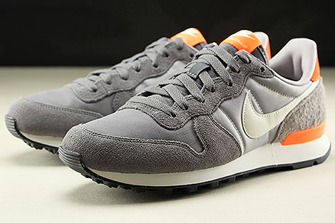 Nike WMNS Internationalist Gunsmoke Summit White Atmosphere Grey Seitendetail
