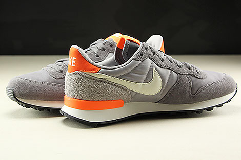Nike WMNS Internationalist Gunsmoke Summit White Atmosphere Grey Innenseite
