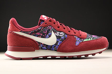 Nike WMNS Internationalist Premium Team Red Sail Floral Right