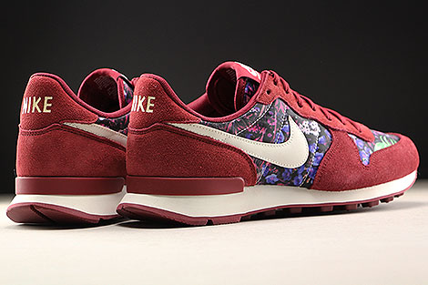 Nike WMNS Internationalist Premium Team Red Sail Floral Back view