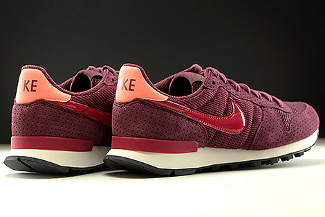Nike WMNS Internationalist SE Dunkelrot Rot Rose Weiss Rueckansicht