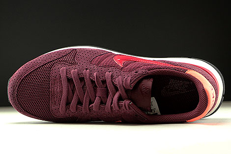 Nike WMNS Internationalist SE Night Maroon Noble Red Over view