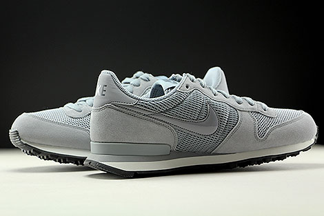 Nike WMNS Internationalist Stealth Dark Grey Summit White Inside