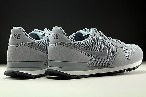 Nike WMNS Internationalist Stealth Dark Grey Summit White Back view